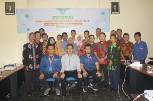 Foto bersama tim deepublish dengan peserta workshop